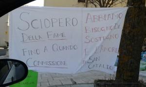 Un cartello della protesta