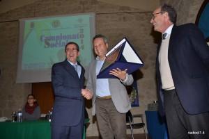 Il sindaco Giovanni Ruvolo premia Carmelo Guarino Pioniere dell'automobilismo (1)