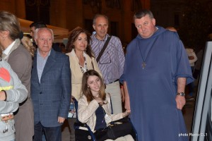 Chiara Cumella con padre Sergio Kalizak, parroco di Sant'Agata (1)
