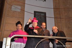 La benedizione del Vescovo alle Vare e alla Piazza gremita