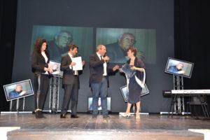 Il figlio di Lillo Granata ritira il premio assegnato al padre.