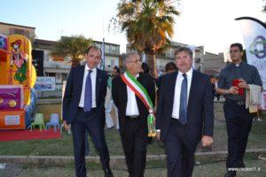 Il presidente della Banca del Nisseno Giuseppe Di Forti con il sindaco di Sommatino Crispino Sanfilippo, il direttore Augello e padre Domenico Lipani