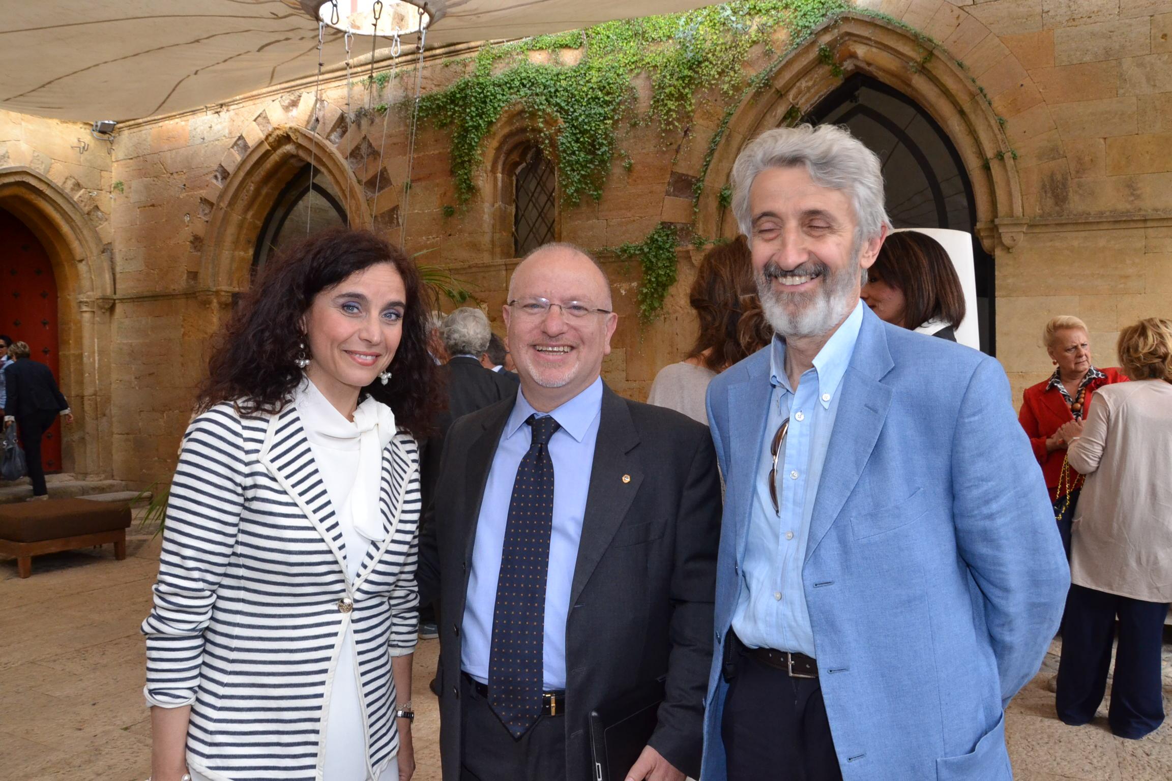 L'avv. Nadia Lionti, il presidente Lions Vincenzo La Rosa e lo scrittore Enzo Russo