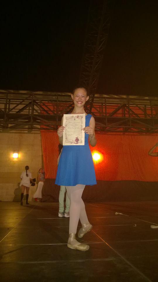 Marika Piparo mostra orgogliosa il premio merritatamente conquistato
