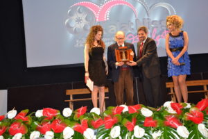Ugo Gregoretti riceve l'Antenna D'oro da Fernando Barbieri