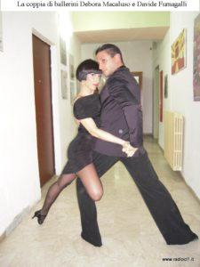 Una figura di Davide e Debora durante lo spettacolo Insieme per Vincere, del gennaio 2014