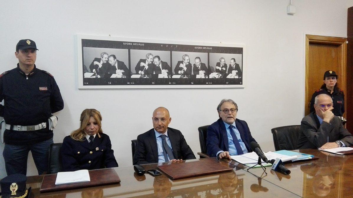 conferenza stampa su montante