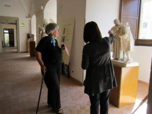 la scrittrice milanese Maria Soresina in visita al Museo Tripisciano a Caltanissetta
