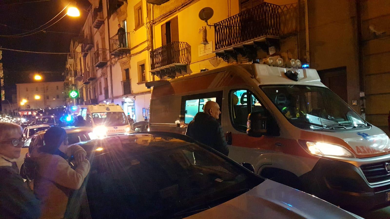 Caltanissetta, entra in un negozio accompagnata da due giovani e si scaglia contro la commessa: in cinque finiscono in ospedale - Radio CL1